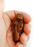 japanese antique meiji netsuke of toad held in hand showing scale and quality of carving and detail and colour of stained boxwood