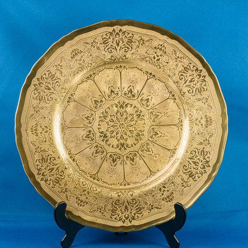 Central well of cabinet plate showing acid etched gilt in sharp detail, the gold reflecting in the light